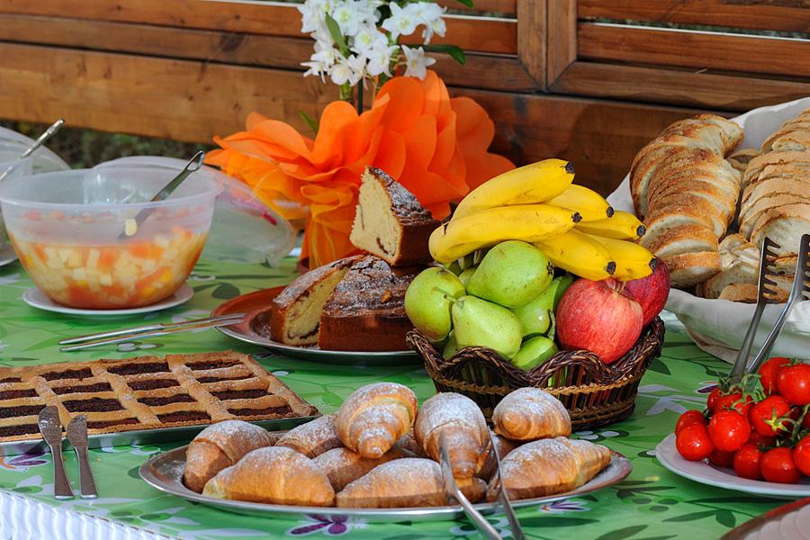 La Colazione in giardino all'Hotel Ideal di Ischia
