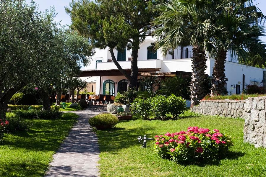 Il giardino di 4000 metri dell'Hotel Ideal a Ischia